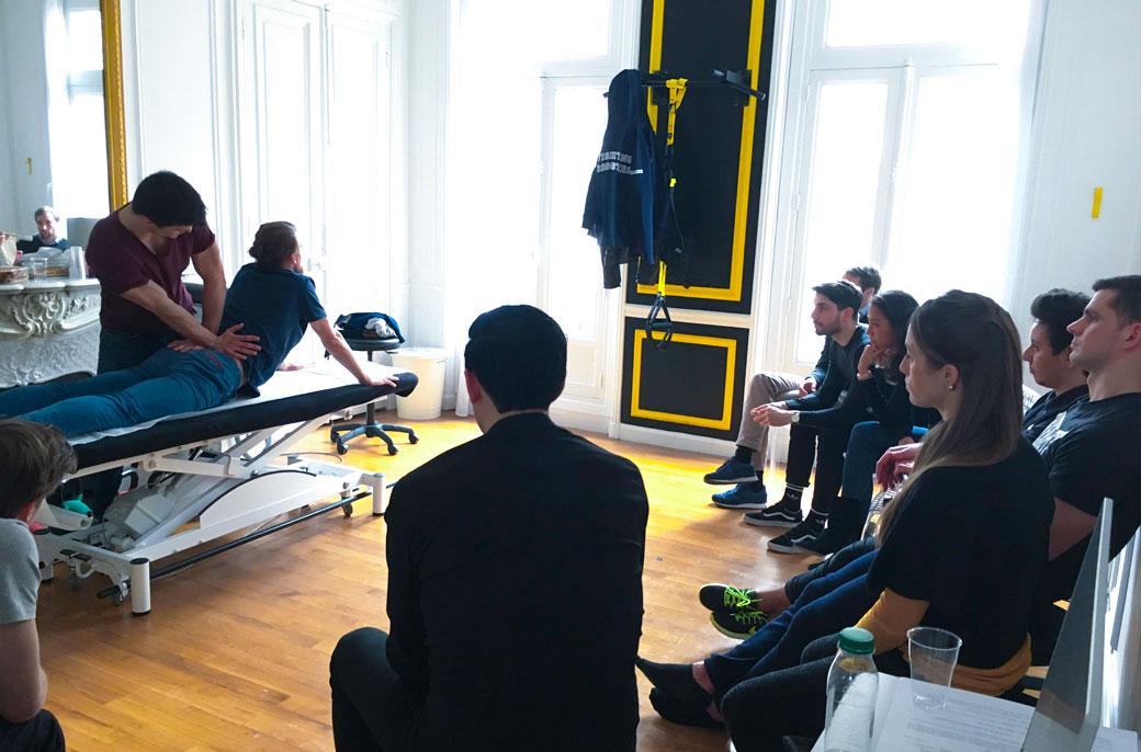 Séance de team building événement auquel participe les kiné du sport et ostéo du sport des cabinets KOSS Paris 7 et KOSS Paris 8