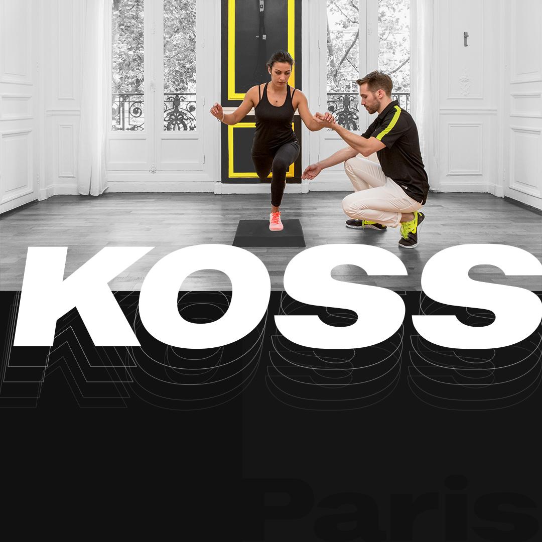 Intérieur du cabinet kiné KOSS Paris avec un coach et un patient en séance de sport Kine - KOSS