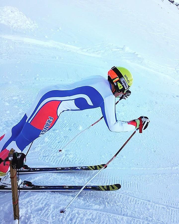 Homme qui fait du ski