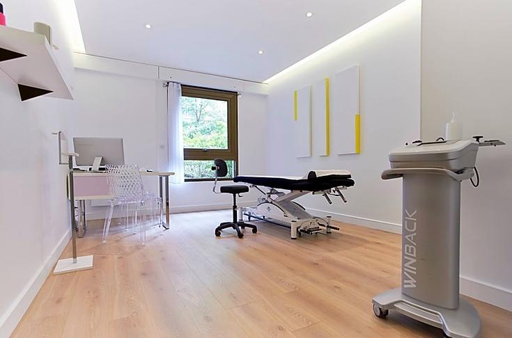 Cabinet KOSS Paris avec une machine de tecarthérapie Winback